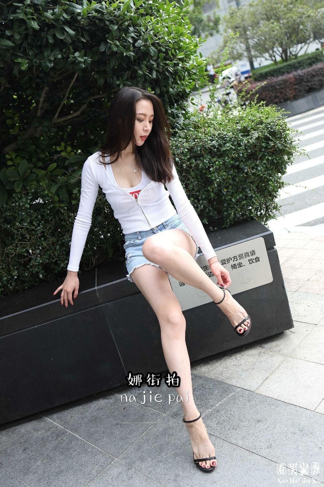 [街拍美女]娜街拍大尺度超短热裤蜜桃臀美女,这臀部流线,堪称魔鬼身材7