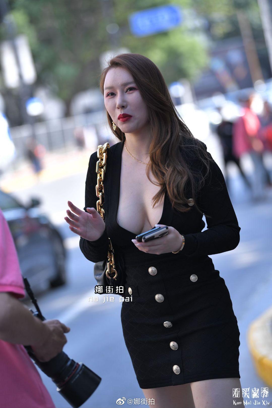 [微博福利]街拍性感穿搭,低胸装太性感