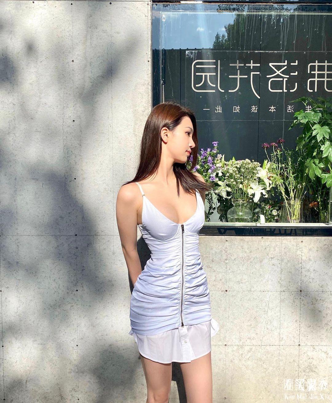 包臀吊带深V连衣裙买家秀,小胸这样穿秒变气质大胸妹