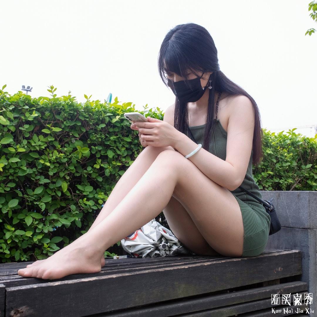 [街拍美女]包臀裙配肉丝袜,有种说不出的感觉