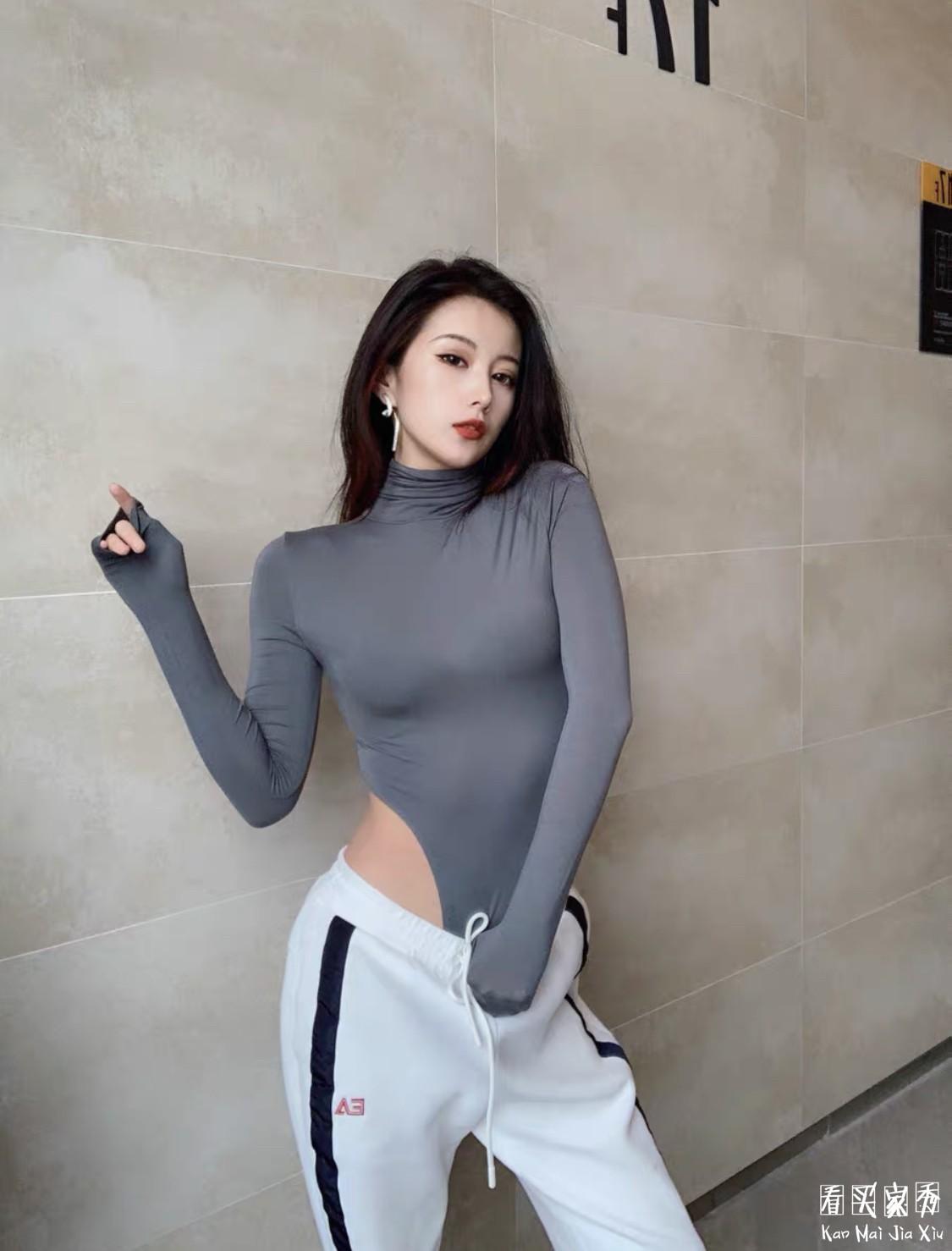 连体高领紧身长袖打底衫买家秀,穿这种衣服都不需要穿内裤了