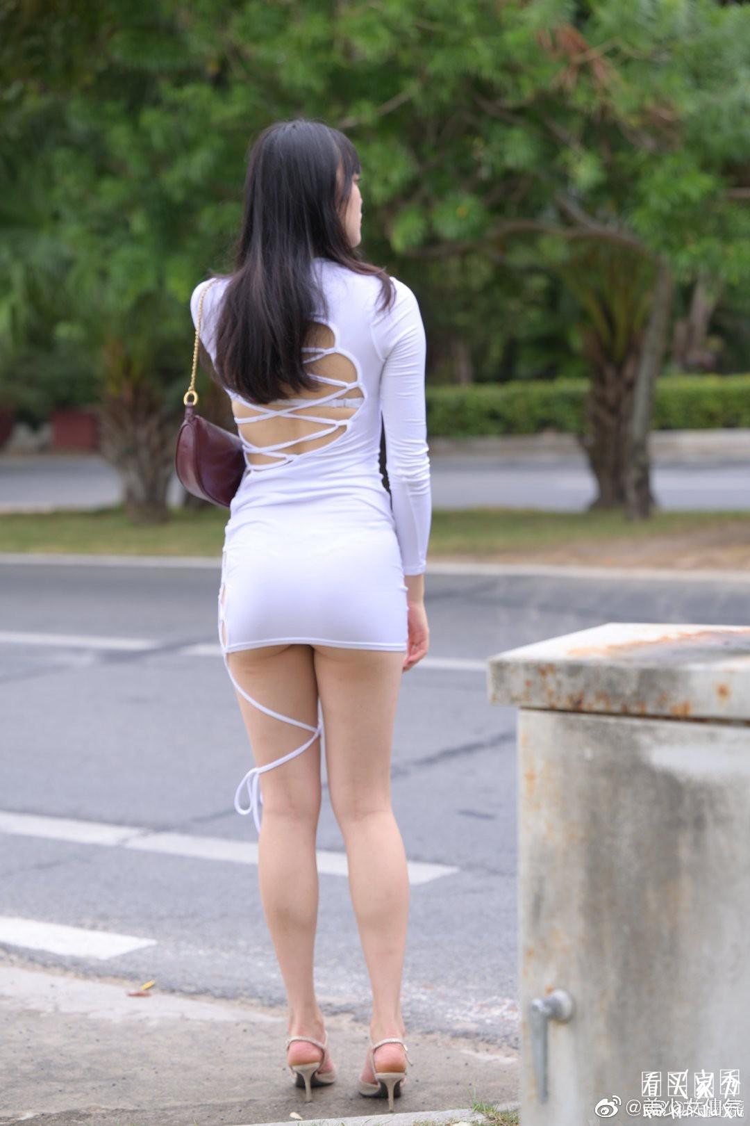 [街拍美女]街拍镂空包臀裙美女,裙子太短了臀部都包不住了3