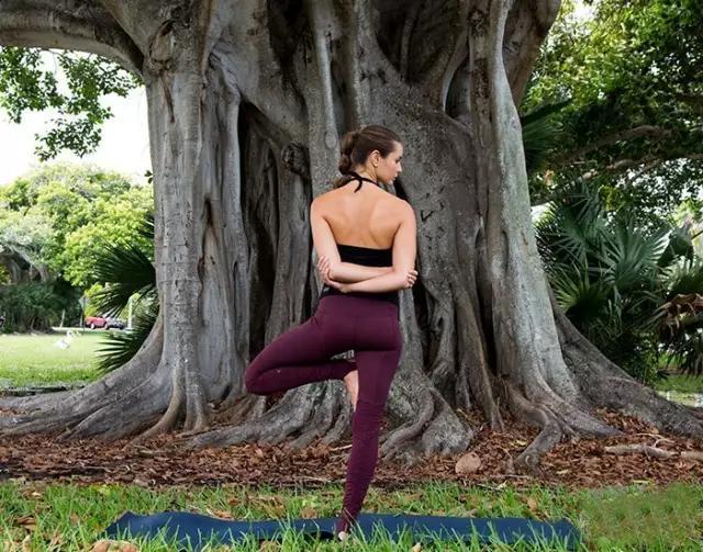 背部僵硬疼痛?来一组温和的瑜伽序列7