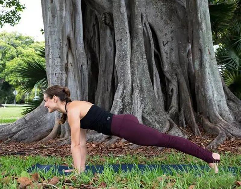 背部僵硬疼痛?来一组温和的瑜伽序列22