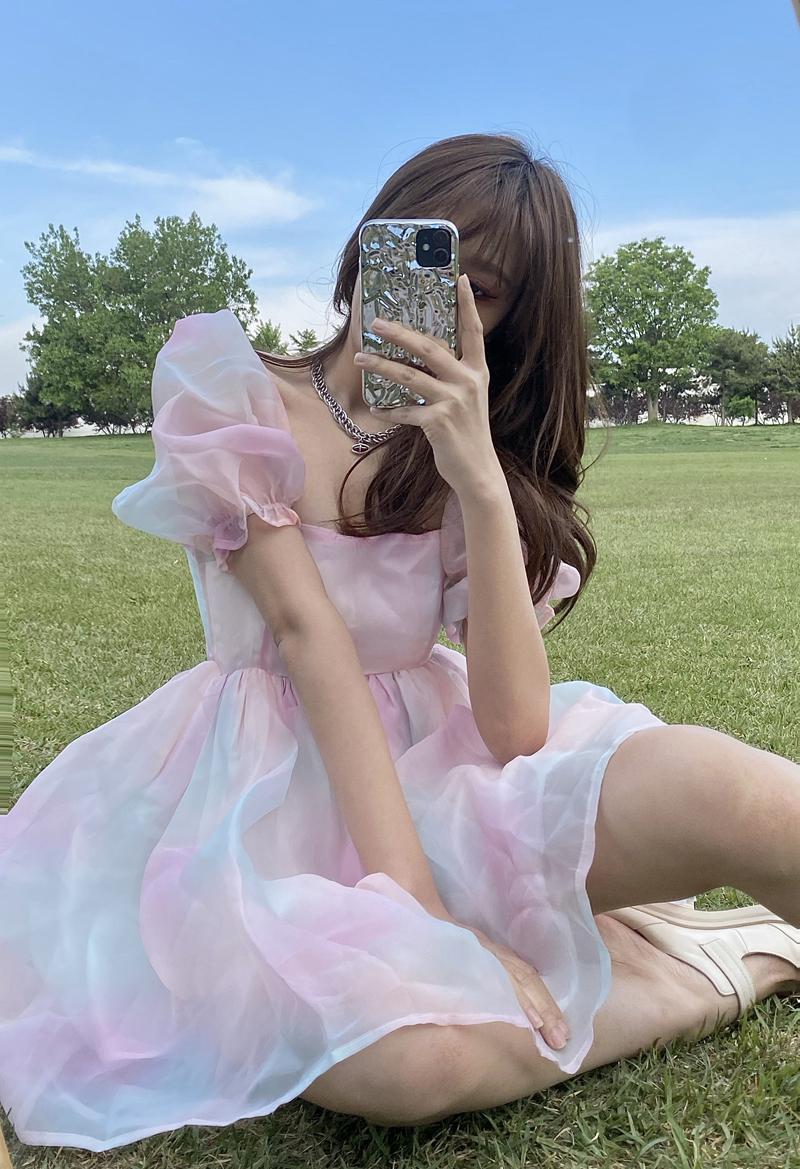 方领泡泡袖蓬松连衣裙女夏新款2021彩虹色甜美裙子收腰网纱公主裙