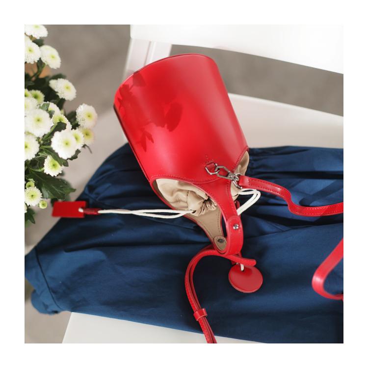 红色小桶包女斜挎真皮简约韩版圆柱形夏季文艺洋气高级手拎小包