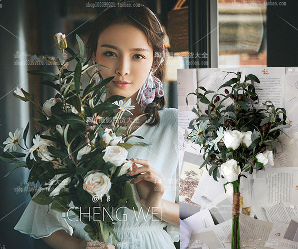 新款仿真橄榄果森系手捧花婚纱拍摄影道具新娘大束旅拍白玫瑰花束