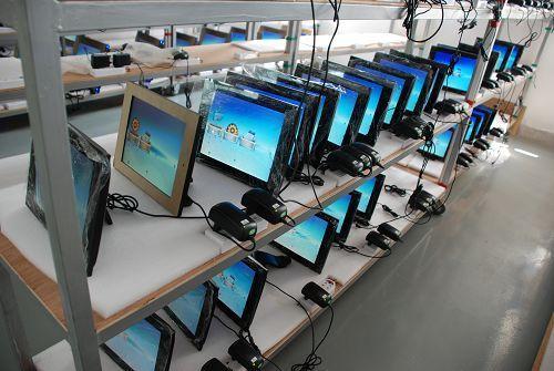 Цифровая фоторамка Фабрики специальная низкая цена, чтобы продать его! Импортные резкая экрана АА 17-дюймовый/19-дюймовый HD Цифровая фоторамка/реклама плеер