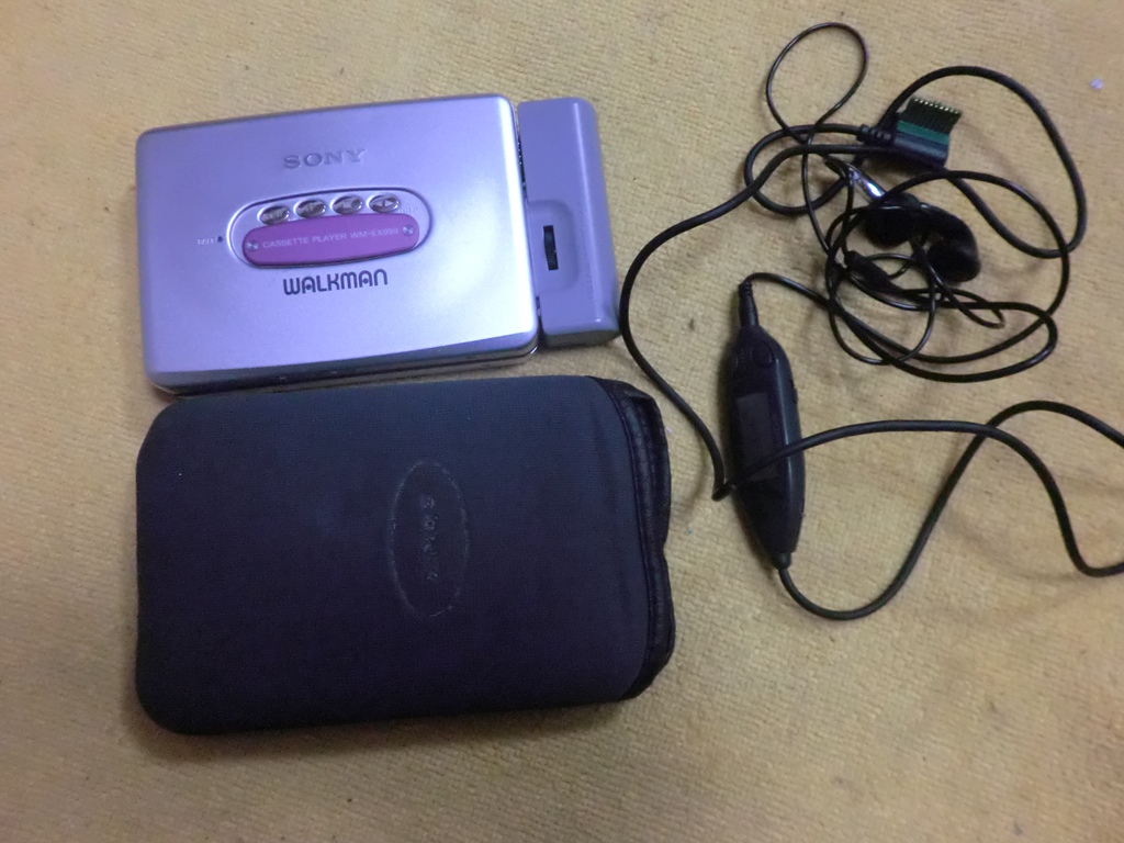 Japan buy back Sony WM-EX999 classic tape Walkman purple 95 new accessories  full