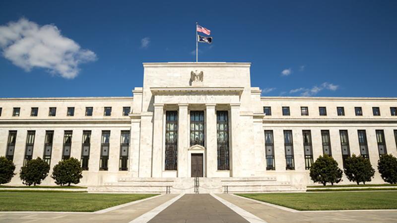 随着就业和通胀指标飙升,美联储捍卫其超宽松政策的难度越来越大