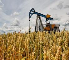 在沙特计划减产导致市场紧缩后,欧佩克三个最大的石油生产国提高了对亚洲的月度出口价格,亚洲是他们最大的地区买...