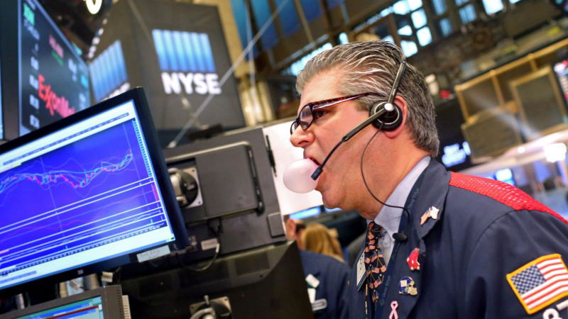 第二波疫情爆发的担忧加剧,同时,美联储经济前景预测悲观,失业基数不断扩大也对股市构成压力,道指暴跌近1300点