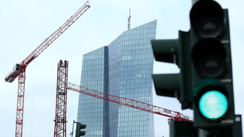 欧洲央行决定接受垃圾债作为贷款抵押品,以保护欧元区脆弱的经济体