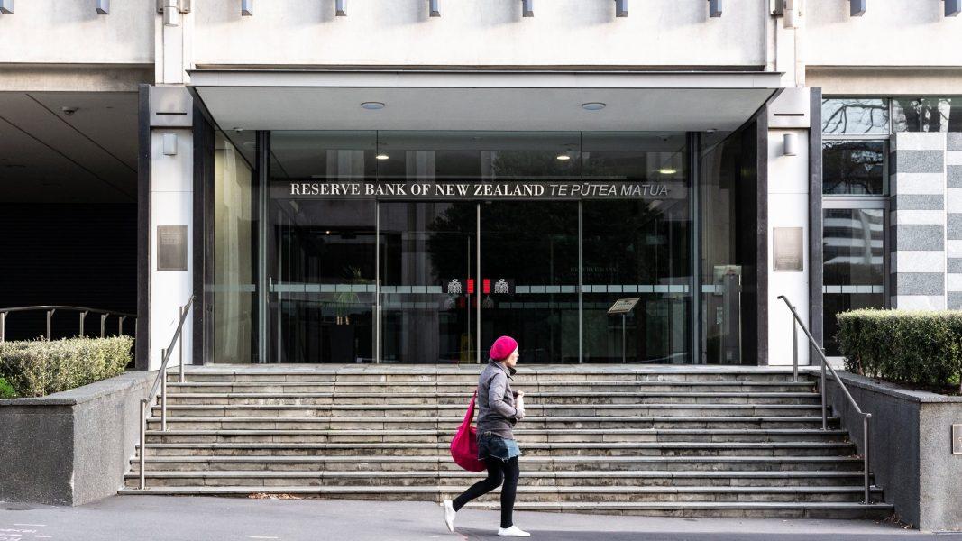 由于疫情的经济冲击持续存在,新西兰准备实施负利率