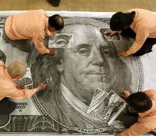投资者正指望美元走软,以推动2021年从美国股市到新兴市场和工业金属等各个领域的反弹。今年迄今,美元兑一篮子货币汇率下跌6%,这将是自2017年以来美元汇率...