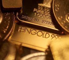 随着印度即将迎来重要节日,该国上月的黄金进口量增加了一倍以上。有知情人士透露,8月份印度的黄金进口量从上年同期的14.8吨增至35.5吨,高于今年7月份的25.5吨。印度...
