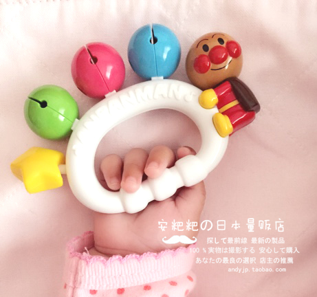 Доставка 2 штук включена япония супермен Pinocchio ребенок рука колокол погремушка игрушка кольцо доска цвет колокол