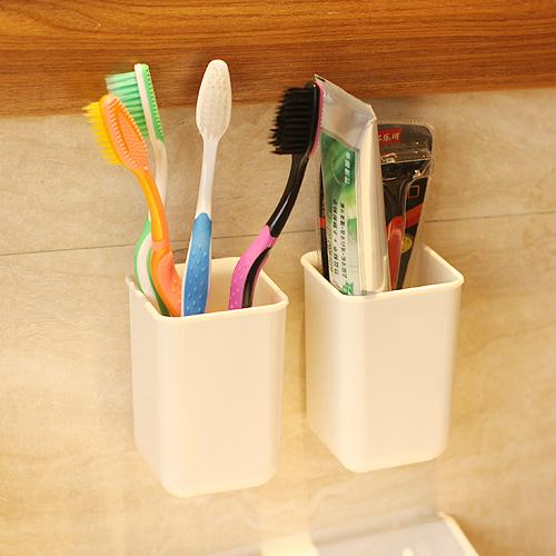 日本浴室壁挂式吸盘置物架卫生间牙膏牙刷架厕所免打孔沥水收纳盒