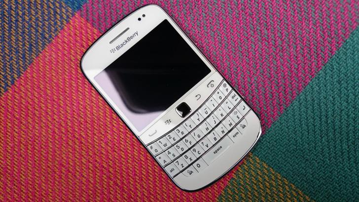 白色黑莓9900支持bis, 一代经典!