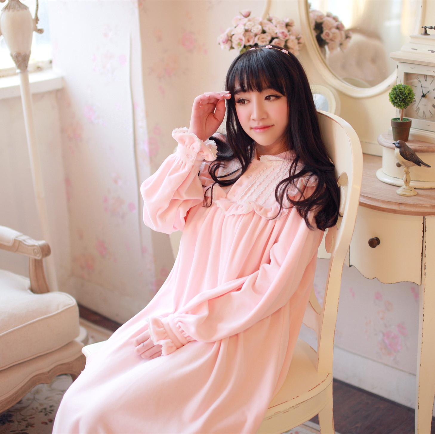 Roman Holiday Hepburn velvet Princess nightdress court retro style cotton  velvet pajamas women long-sleeved nightdress 29edbf3c5