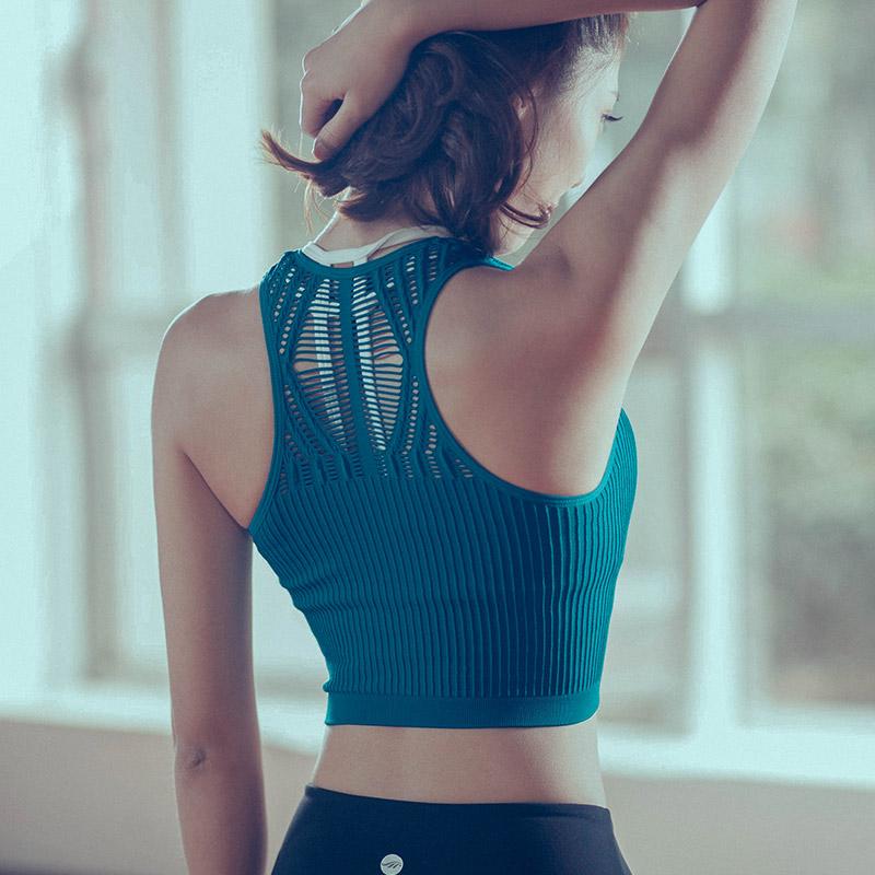 干肥日本女大屁股_性感镂空修身运动背心无袖速干透气跑步训练美背瑜伽服健身上衣女