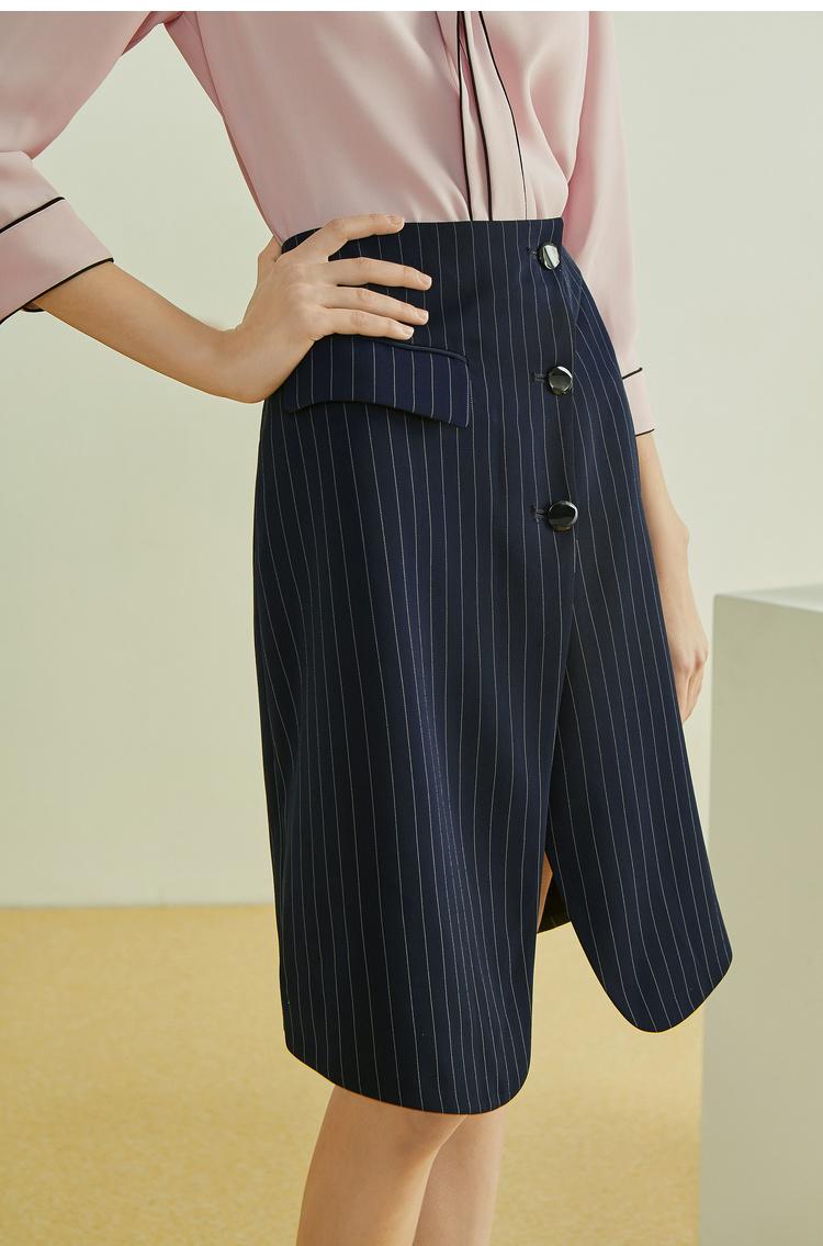 Lily2019夏新款女装A型轮廓,条纹显瘦,不对称门襟修身半身裙
