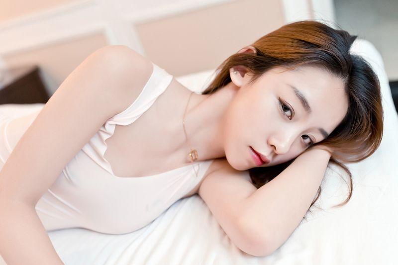 丁字裤美女梓萱秀翘臀眼神魅惑性感迷