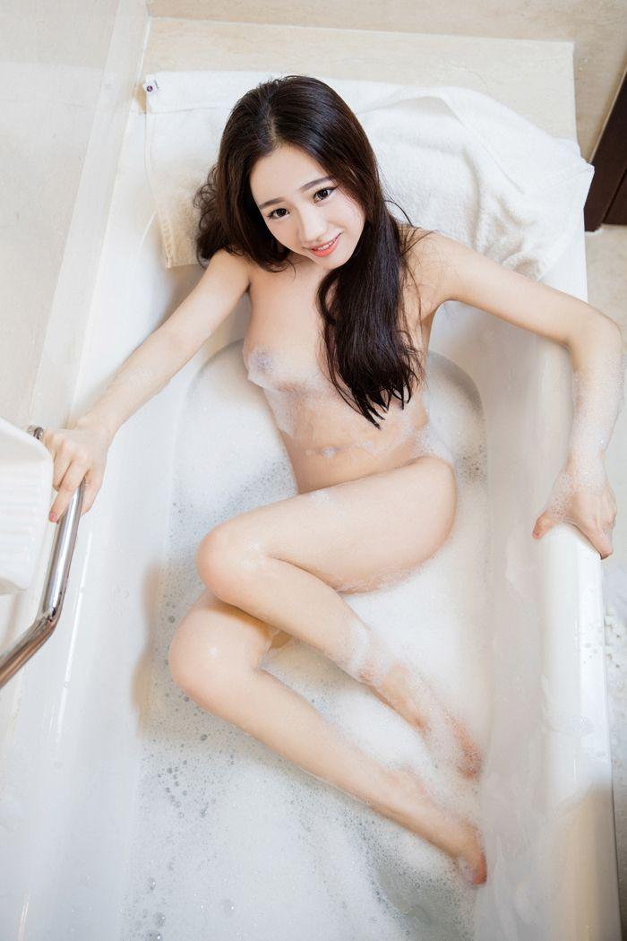 福利美图_性感嘉茵修长美腿翘着巨臀大玩浴缸泡泡浴