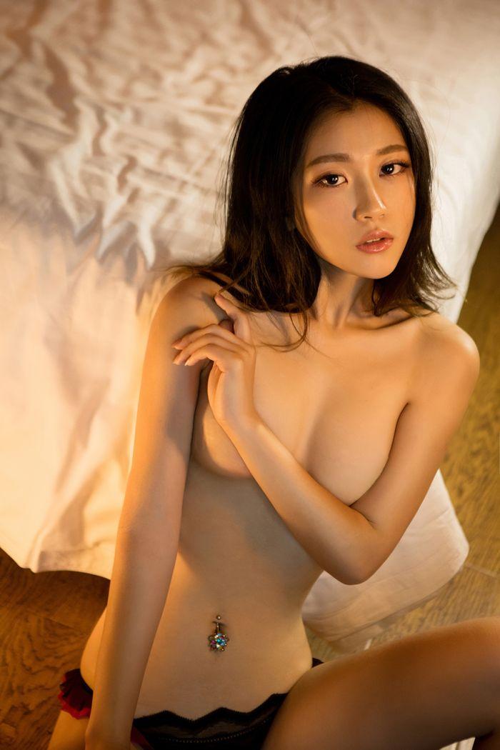 福利美图_尤果美女大尺度靳宝翘起圆润美臀惊艳无比
