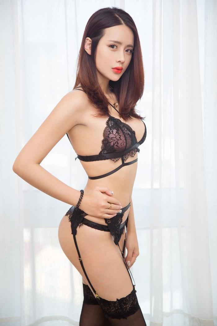 福利美图_性感嫩模刘姗姗黑色蕾丝秀豪乳翘臀