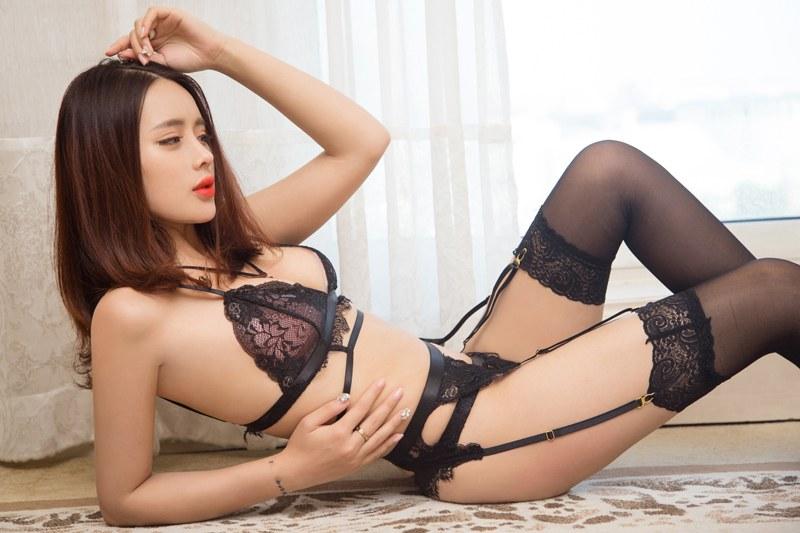 福利美图 性感嫩模刘姗姗黑色蕾丝秀豪乳翘臀