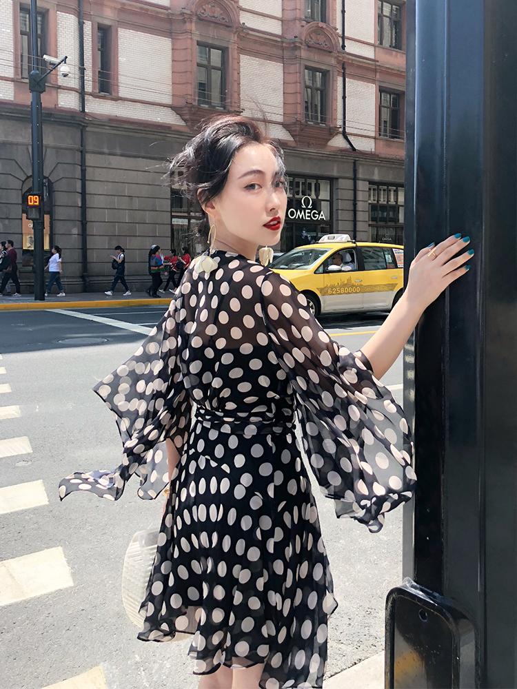 REVE夏2018新款黑白大波点v领系带收腰雪纺超仙连衣裙中长款女装