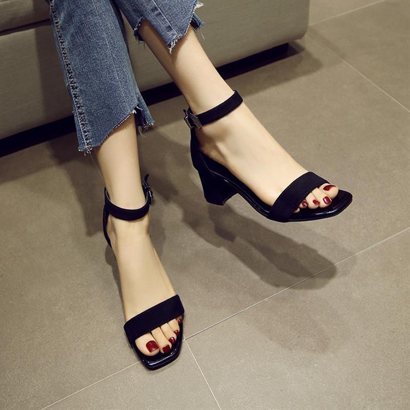 2018 новый один пряжки сандалии толстая в среде 5cm слово группа дикий квадратная головка носок рим сандалии женщина лето