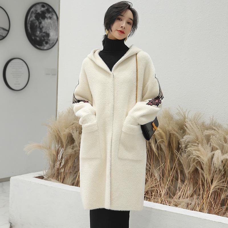 冬季新款刺绣戴帽黄金水貂绒外套女毛呢子大衣中长款马海毛呢子。