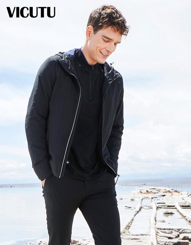 威可多VICUTU男冬季男装a男装户外v男装舒适黑色棉服外套VFW1747105