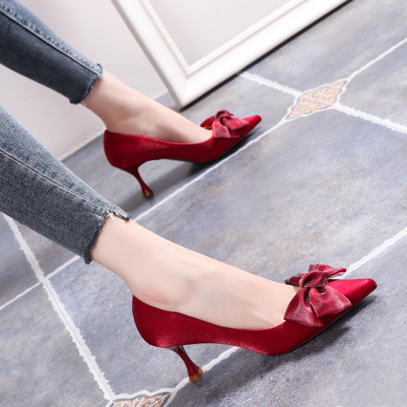 网红高跟鞋女2019春秋新款尖头面红色婚鞋单鞋细跟蝴蝶结浅口绸缎