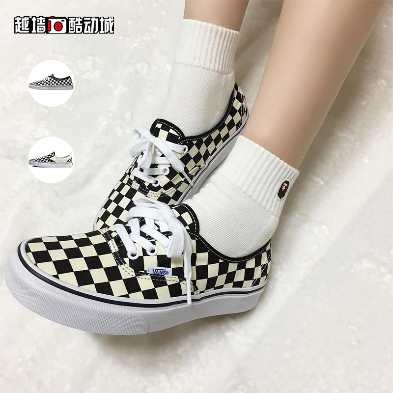 7237a14465 ... Cross-wall VANS black and white checkerboard AUTHENTIC low-cut canvas  casual shoes men ...