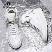 Men's shoes, leather locks, high shoes, fashionable white casual shoes.