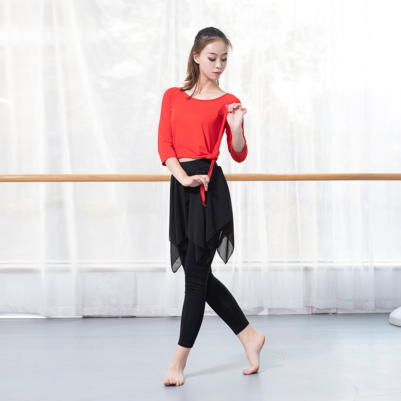 RED SHIRT (SEVEN-QUARTER SLEEVES) + NINE-STRAP CULOTTES