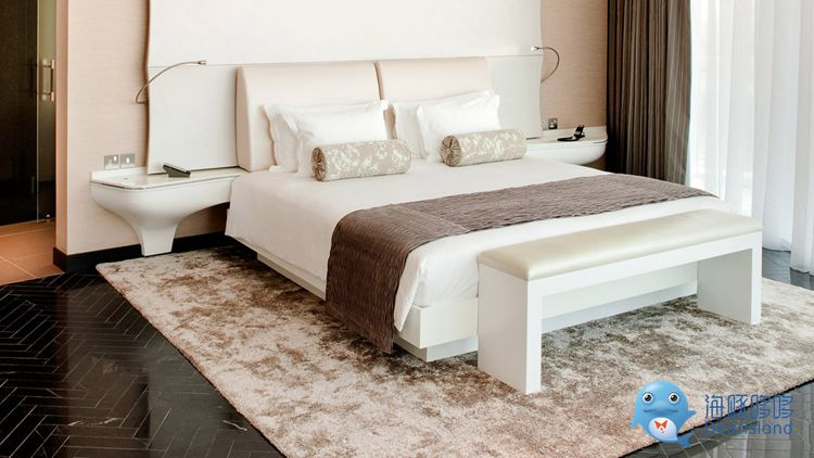 yas-grand-suite-bed-1280x720 (1).jpg