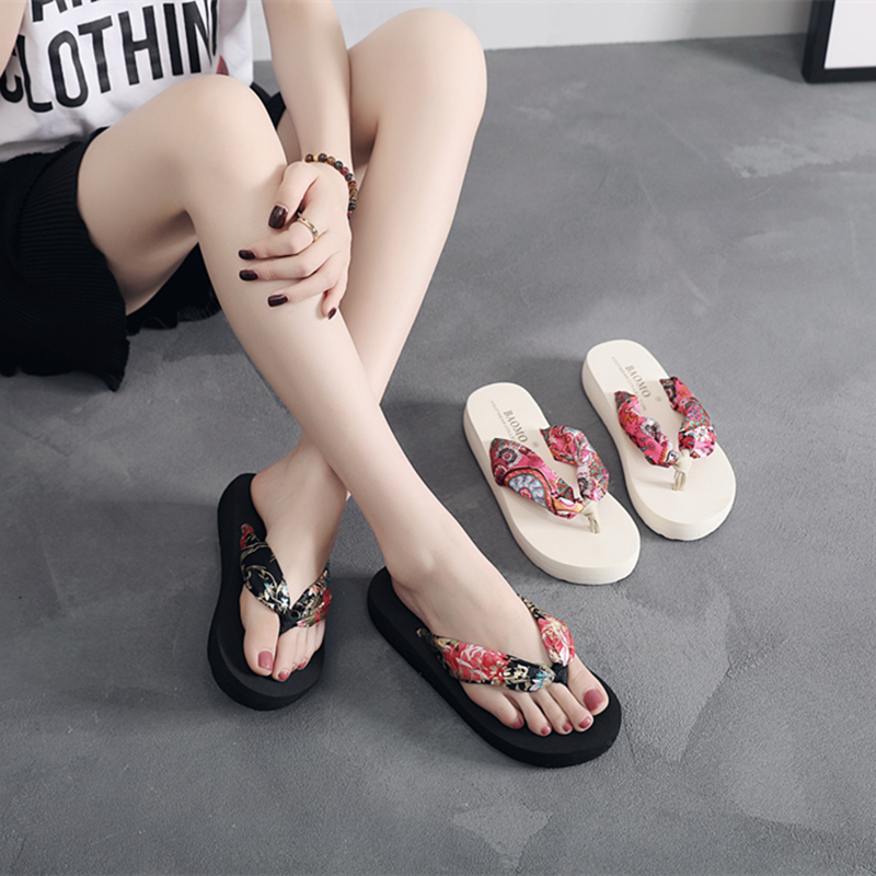 e9528f2698a39f Bohemia New cool slippers female summer fashion wear non-slip seaside 2019  slope with thick sandy beach flip flops