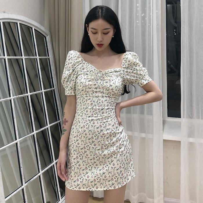气质连衣裙女神范2020新款夏装法式复古碎花泡泡袖A字包臀短裙子
