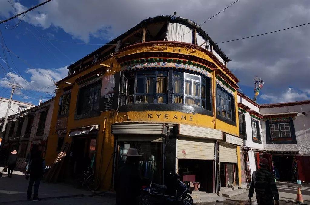 拉萨街头的黄房子,附有美妙的爱情传说?