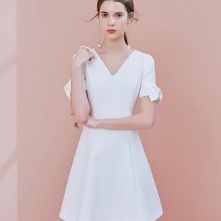 白色连衣裙街拍 初夏就要穿的清爽才够美