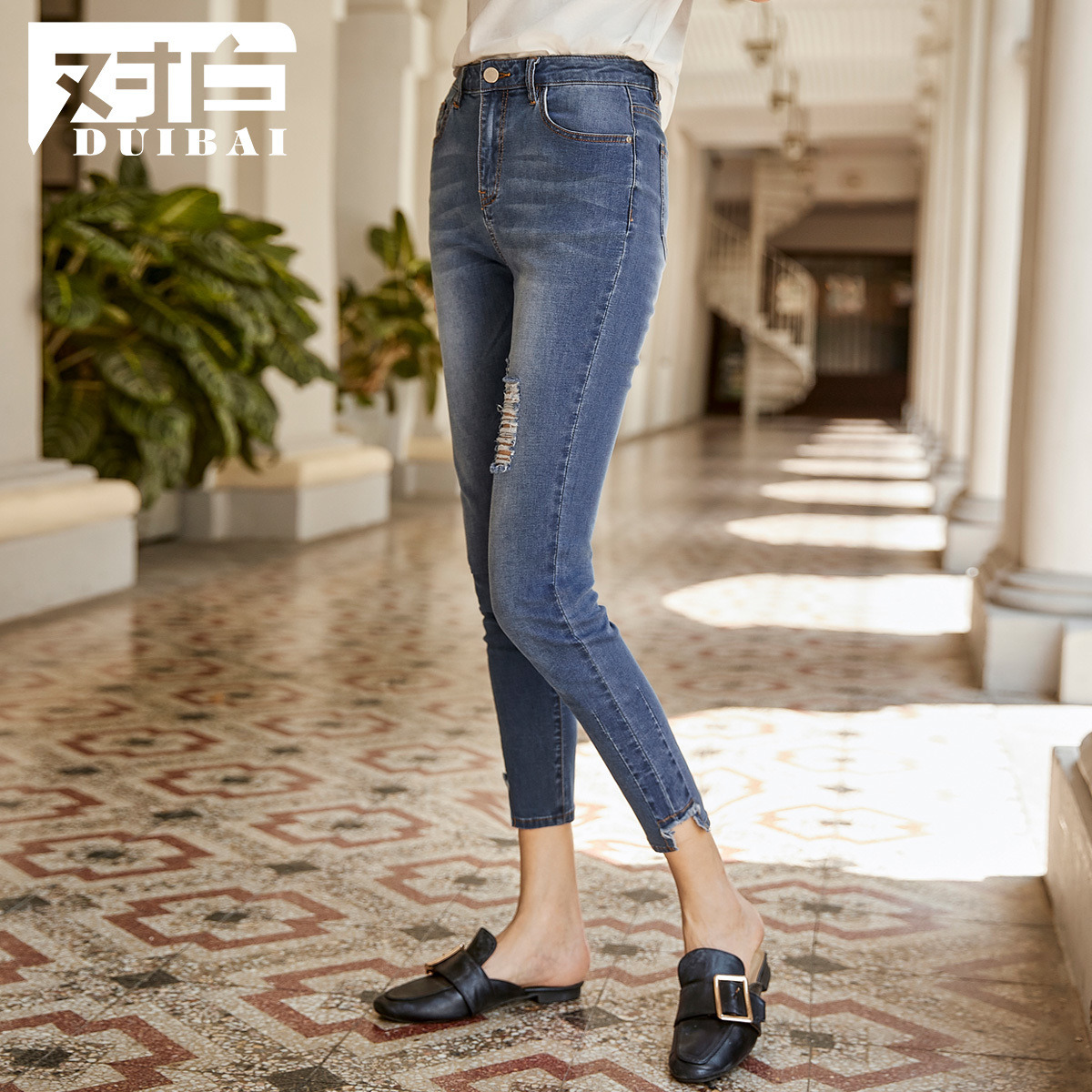 Korean version of the White hole nine points jeans female 2019 summer new personality asymmetric foot casual feet pants