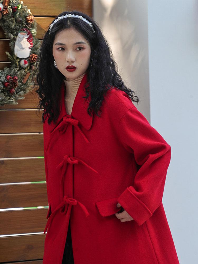 CHACHA红色大衣,显白吸晴