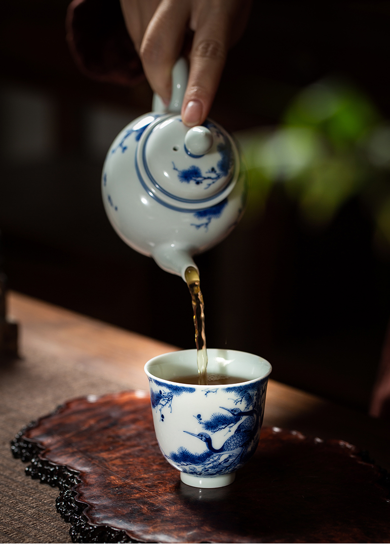 Clock single cup home up jingdezhen blue and white maintain full manual hand - made pine crane, prolong liquor sample tea cup tea cups