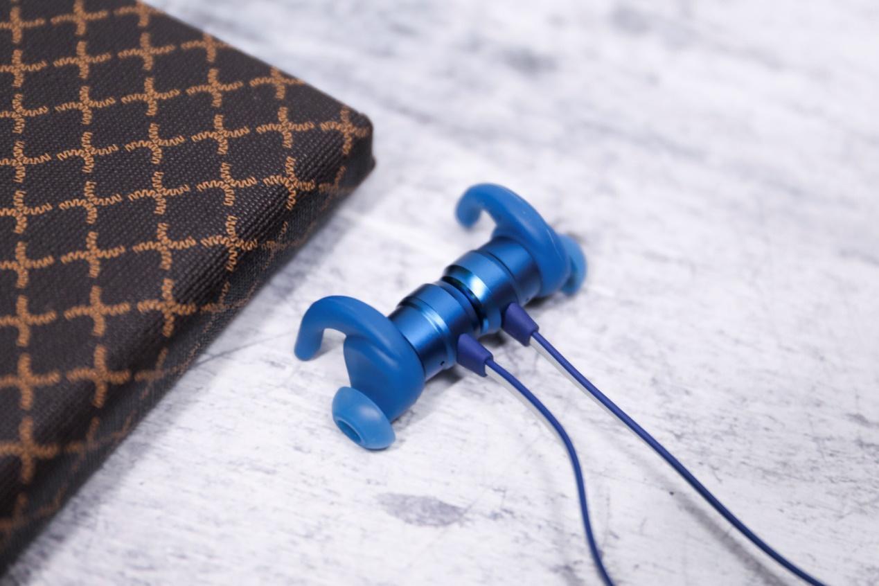 JBL T280BT让你耳朵动起来!