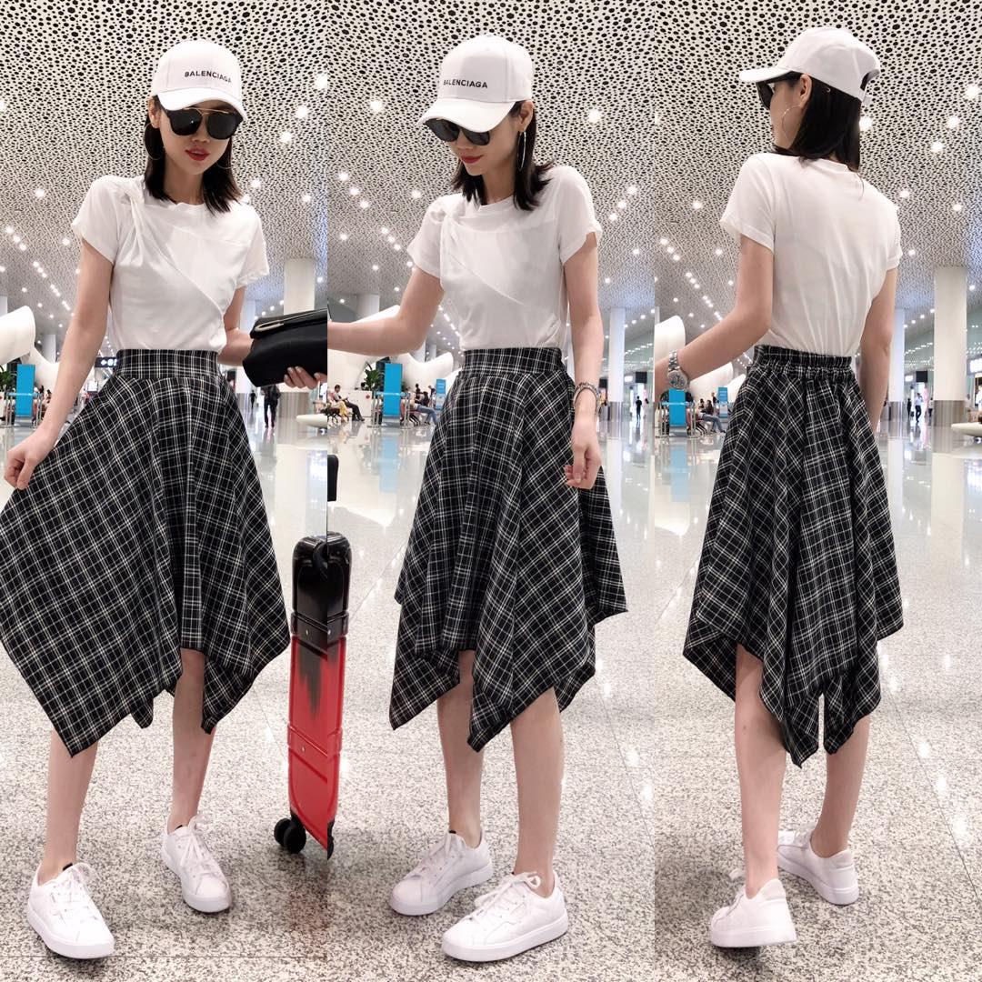 欧洲站2019夏新女装欧货时尚减龄褶皱T+不规则格子半身A子裙套装