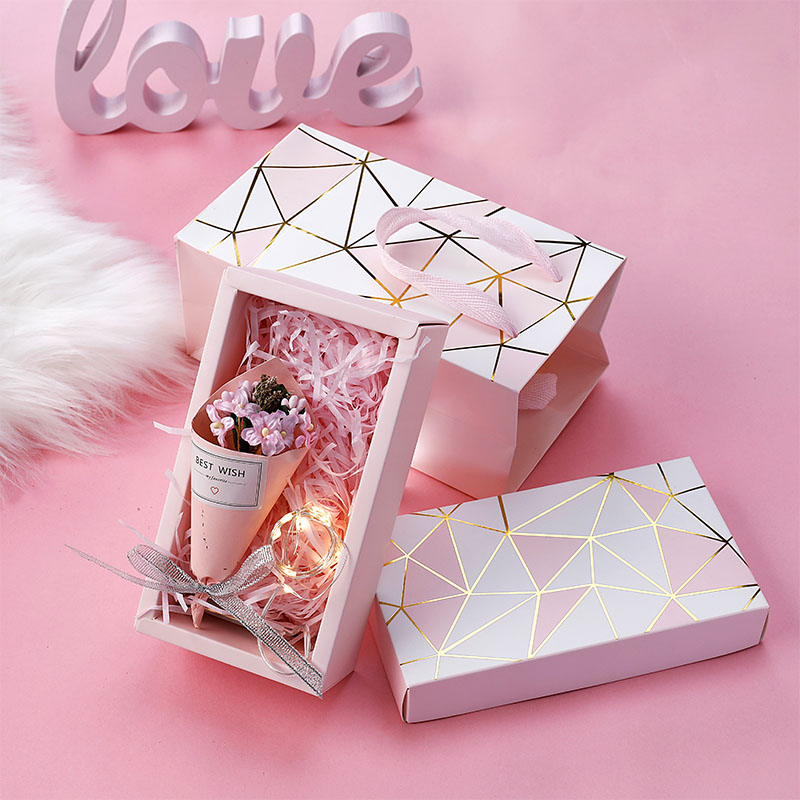 Hot stamping gift box + shredded paper + gift bag + bouquet + greeting card + light